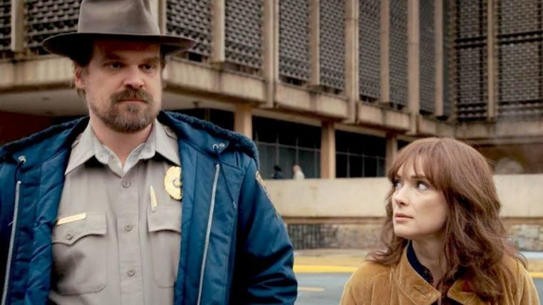 Stranger Things   Millie Bobby Brown torce por romance entre Joyce e Hopper
