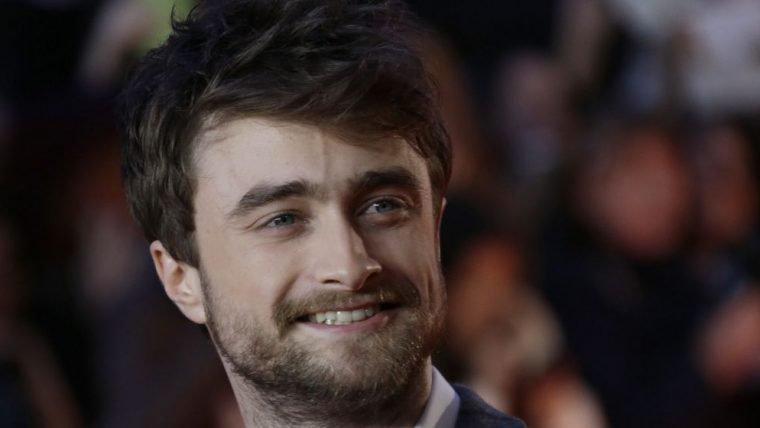 Daniel Radcliffe se diverte com memes de Harry Potter em vídeo