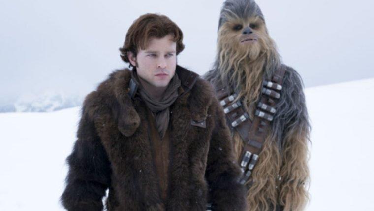 Han Solo | Cena deletada mostra guerra de bolas de neve entre Han e Chewie