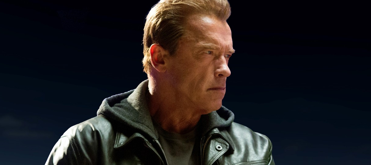Schwarzenegger e Linda Hamilton recriam foto dos bastidores de Exterminador do Futuro