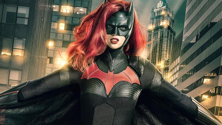 Batwoman | Nova foto dos bastidores detalha uniforme da heroína