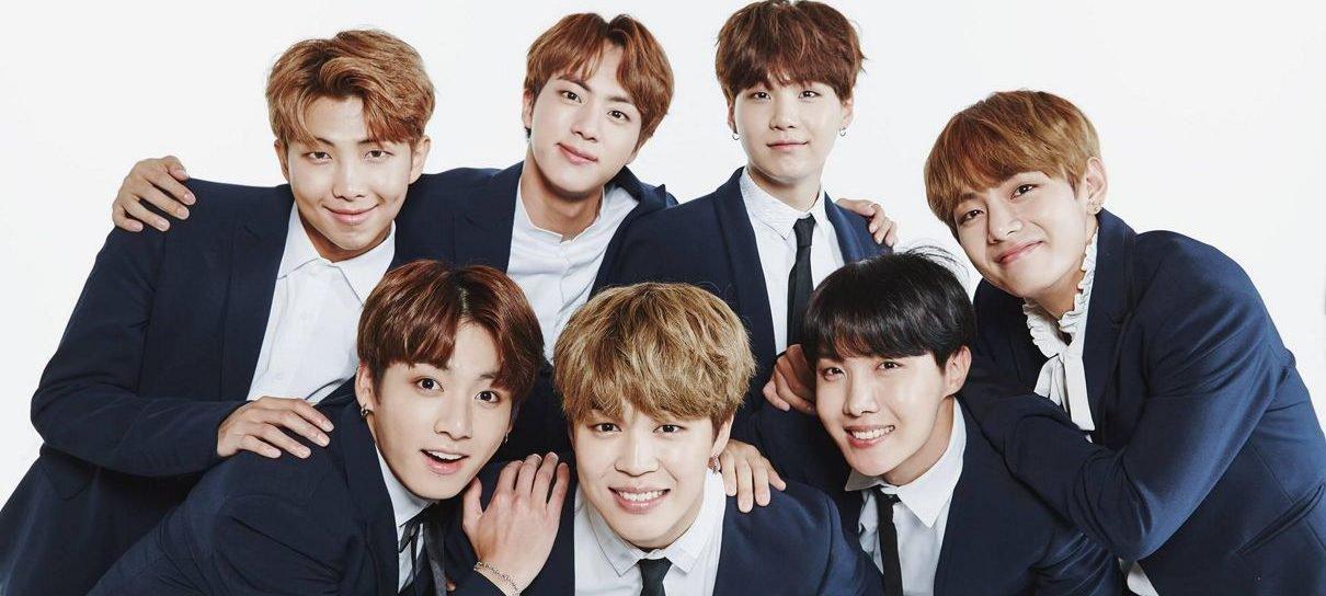 Membros do grupo de K-pop BTS tentam escolher qual o melhor anime