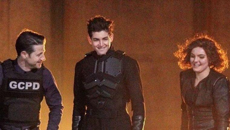 Gotham   Fotos dos bastidores mostram protótipo da armadura do Batman