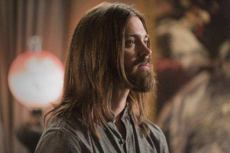 Tom Payne como Jesus em The Walking Dead