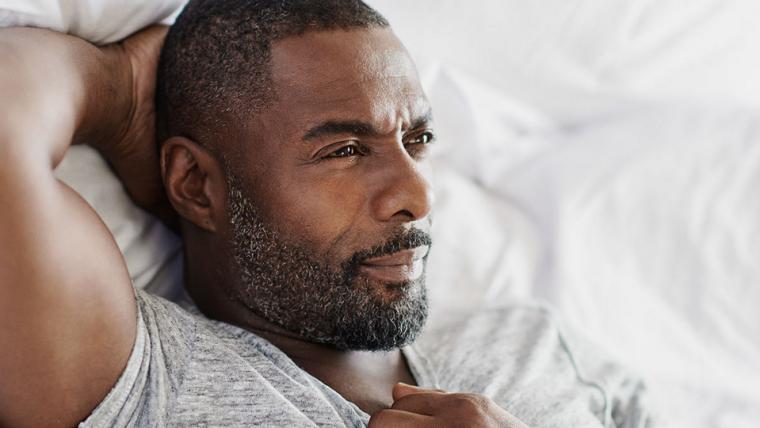 Idris Elba não conseguiu o título de 007, mas conseguiu o de Homem Mais Sexy do Mundo