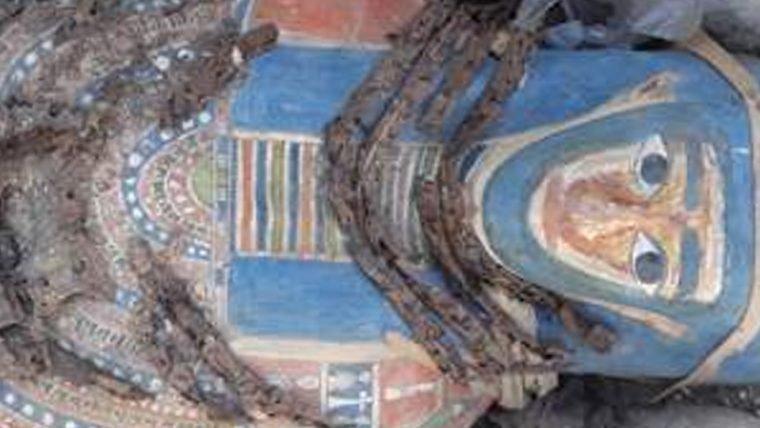 Oito sarcófagos com múmias são encontrados no Egito