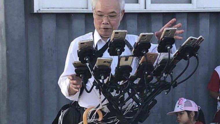 Taiwanês mostra o melhor jeito de jogar Pokémon Go: com 12 celulares e uma bicicleta
