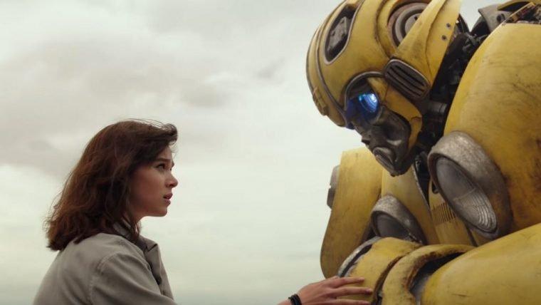 Bumblebee brinca de esconde-esconde em trecho do filme
