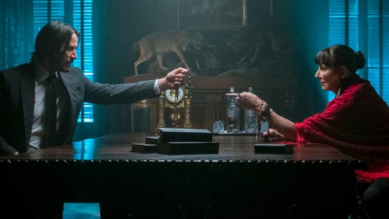 Imagem de John Wick 3 revela personagem de Anjelica Huston