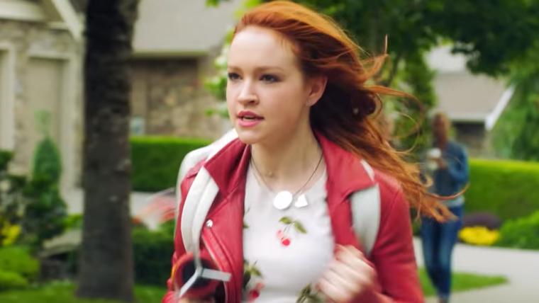 Kim Possible | Pegar o ônibus da escola é uma missão intensa em novo vídeo do live-action