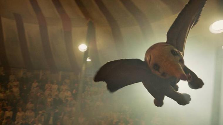 Dumbo voa em nova imagem do filme de Tim Burton