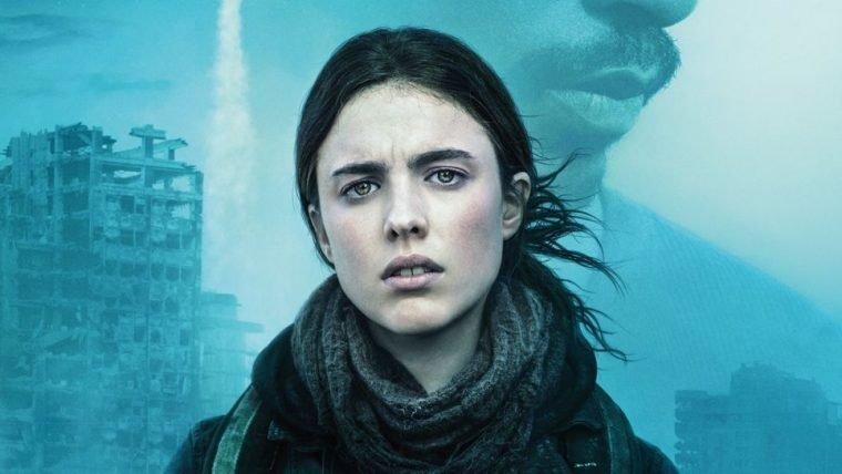 IO | Anthony Mackie e Margaret Qualley tentam sobreviver em trailer da Netflix