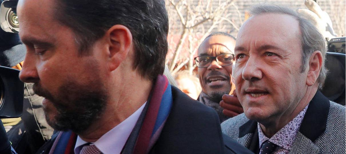 Kevin Spacey comparece a julgamento e se diz inocente