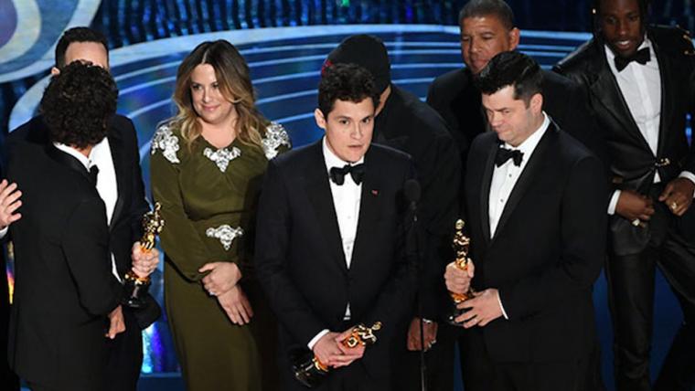 Roteirista de Aranhaverso tentou agradecer Stan Lee no Oscar, mas foi cortado
