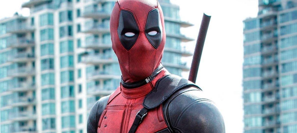 Ryan Reynolds vai leiloar uma das espadas que usou em Deadpool 2