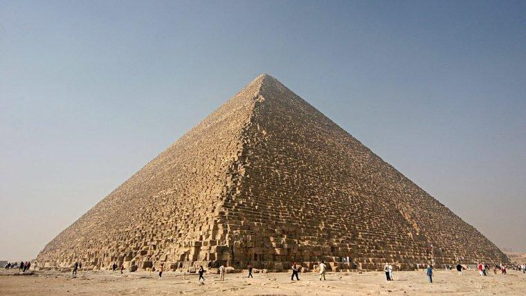 Pirâmide de Quéops pode conter trono feito a partir de metais de meteorito
