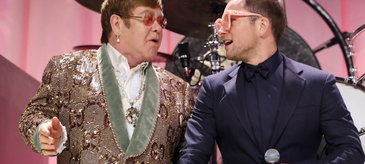 Rocketman | Elton John e Taron Egerton cantam