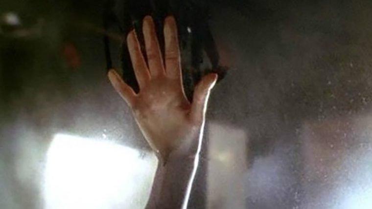 Titanic   Carro usado no filme continua com marca da mão de Kate Winslet