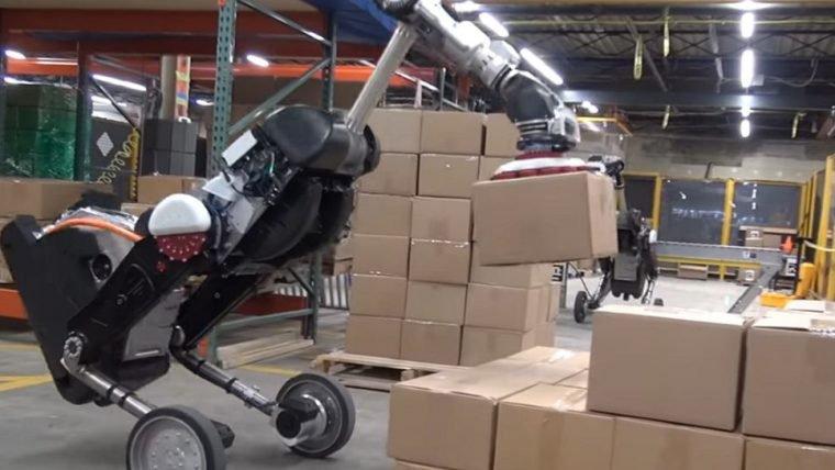 Novo robô da Boston Dynamics mostra eficiência para empilhar caixas