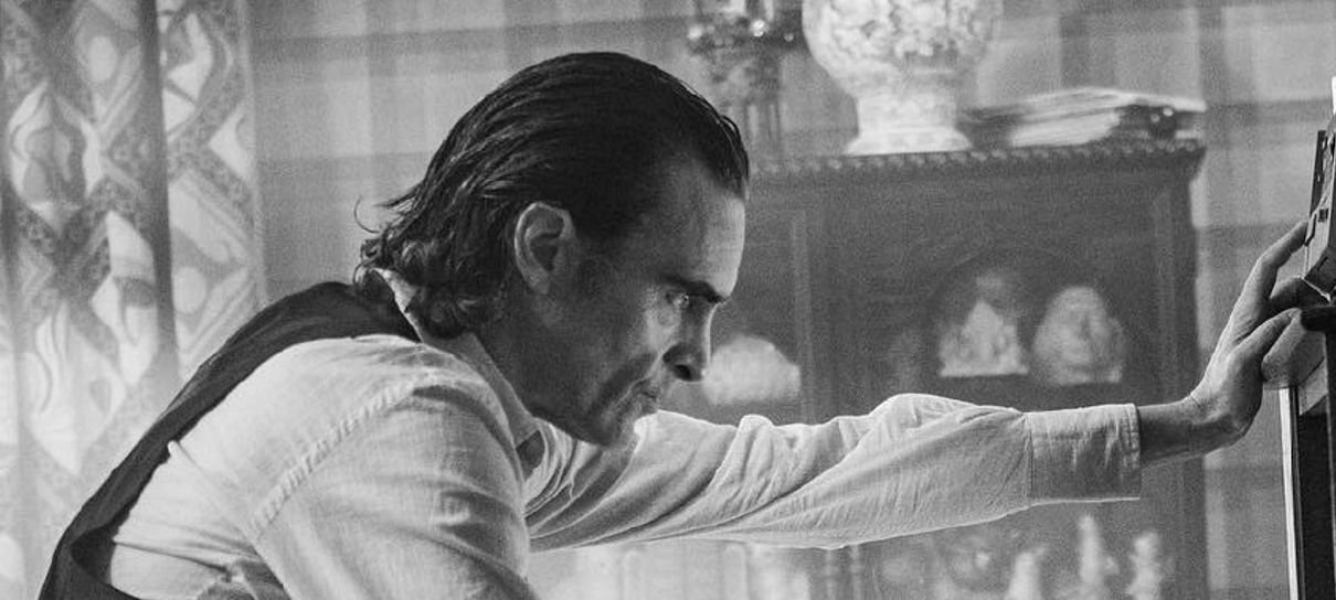 Coringa | Joaquin Phoenix estrela nova foto preto e branco do filme