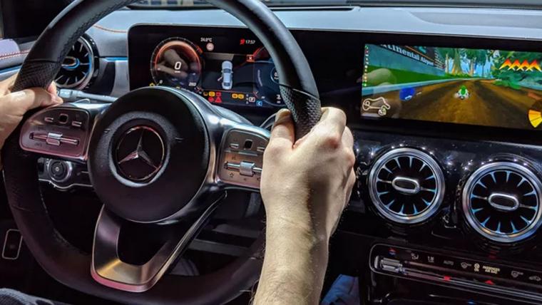 É possível controlar jogo no estilo Mario Kart usando um carro de verdade