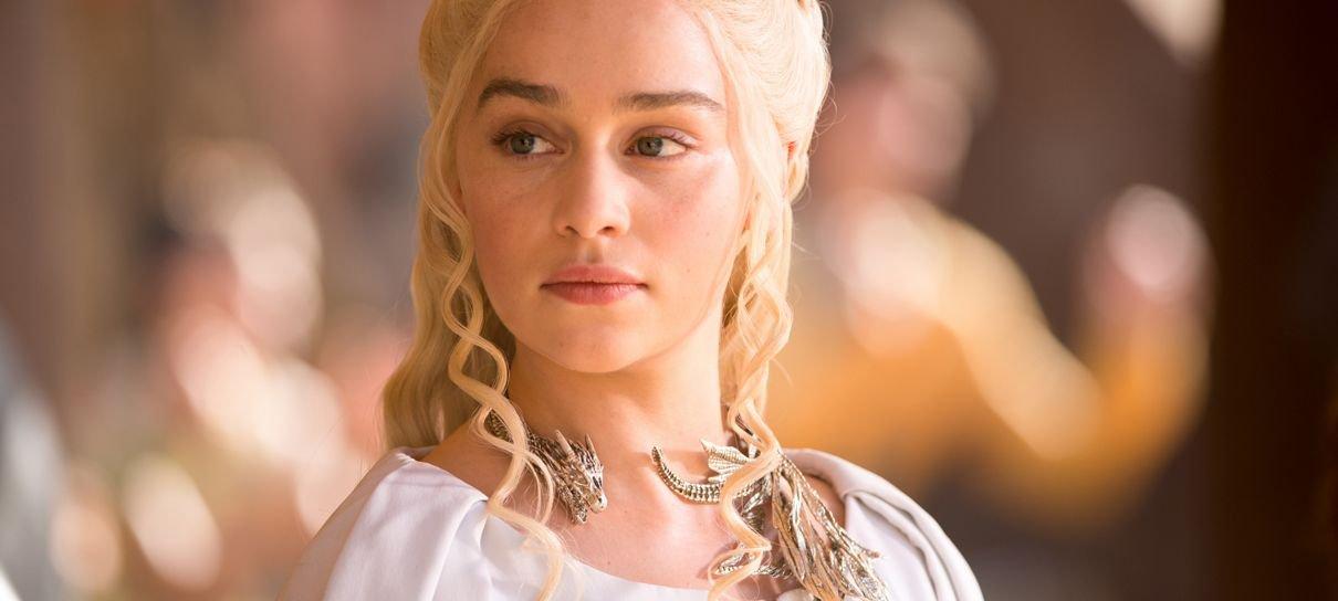 Emilia Clarke revela que sofreu dois aneurismas após a estreia de Game of Thrones