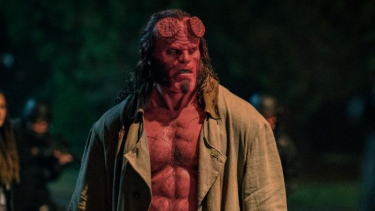 Hellboy monta em cavalo nas novas imagens do filme; veja