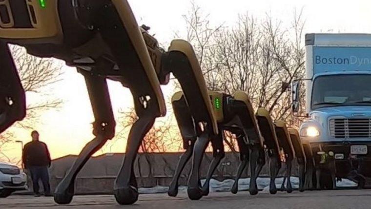Cachorros robôs da Boston Dynamics puxam caminhão em vídeo