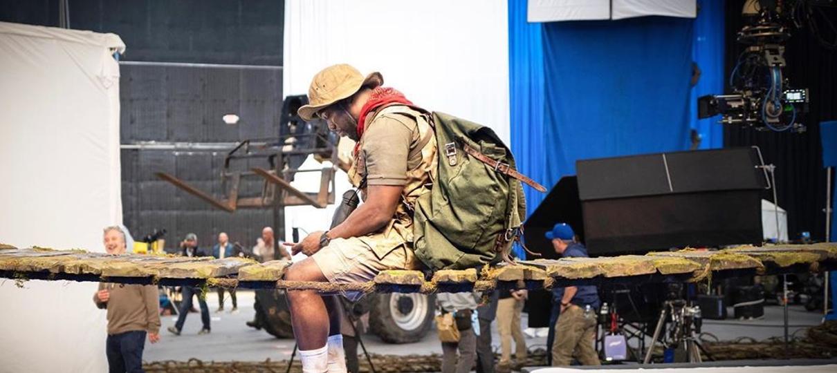 Kevin Hart aparece em nova imagem da continuação de  Jumanji