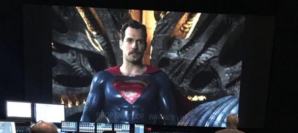 Liga da Justiça   Vazam imagens de Henry Cavill de bigode nas filmagens do filme