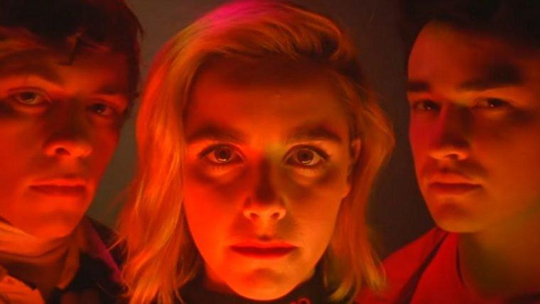 O Mundo Sombrio de Sabrina | Bruxinha brinca de Mal Me Quer em novo vídeo