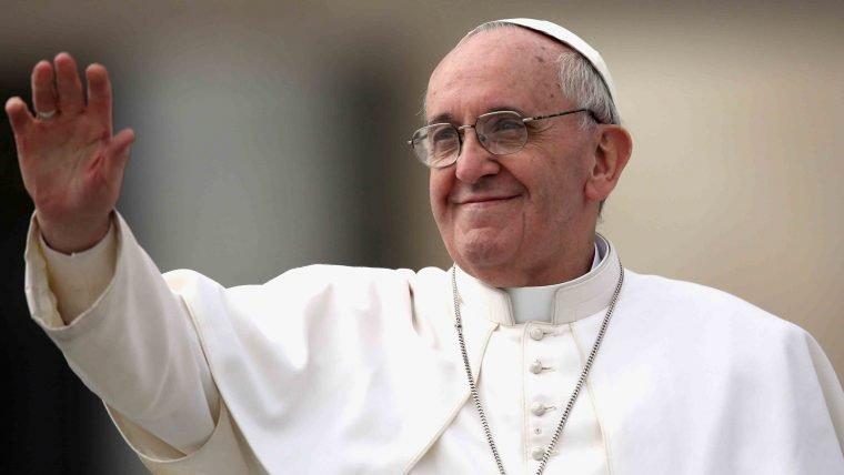 Papa Francisco expõe preocupações sobre robôs e Inteligências Artificiais em carta