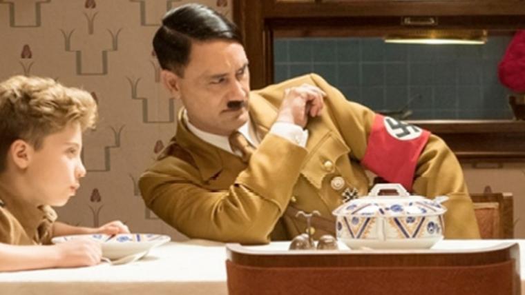 Filme em que Taika Waititi interpreta Hitler ganha data de estreia
