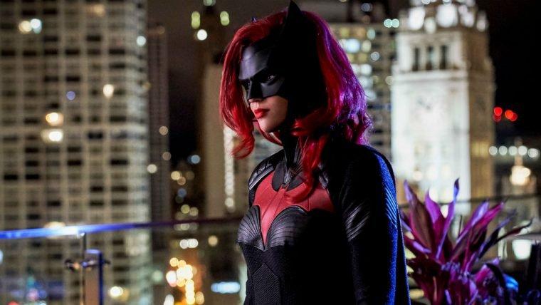 Batwoman | Kate Kane vigia as ruas de Gotham em teaser