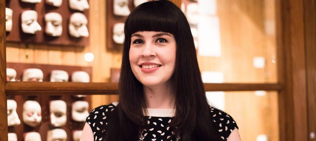 Caitlin Doughty, autora de Confissões do Crematório, vem ao Brasil e lança novo livro