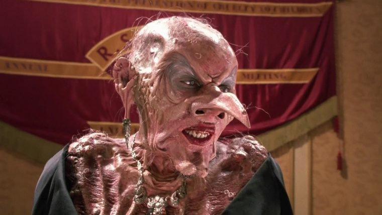 Convenção das Bruxas | Homem é esfaqueado no set do remake