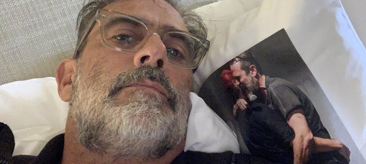 Alguém colocou fotos do Rick no hotel dos atores de The Walking Dead