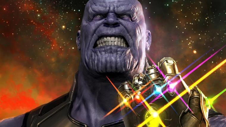 Josh Brolin recria o estalo de Thanos usando uma réplica da Manopla do Infinito