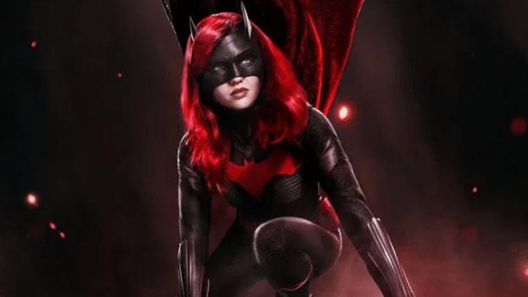Batwoman | Pôster mostra heroína pronta para a ação