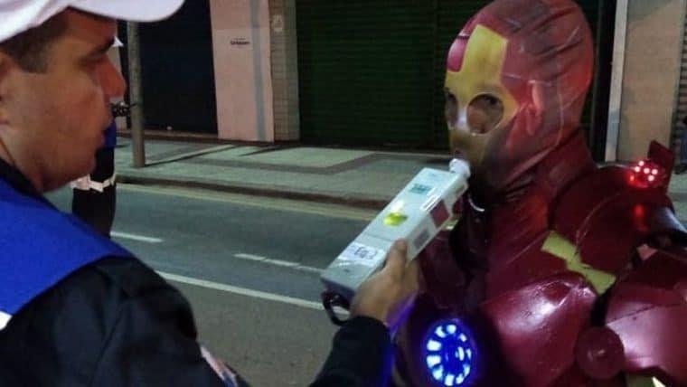 Homem de Ferro do Rio de Janeiro é multado por pilotar sem habilitação