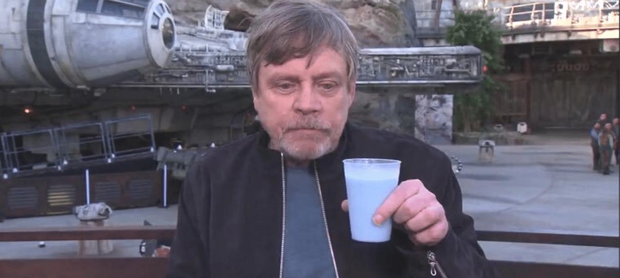 Mark Hamill aprova o leite azul do parque de Star Wars