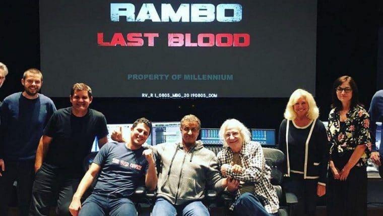Stallone posta foto com equipe de mixagem de Rambo: Até o Fim