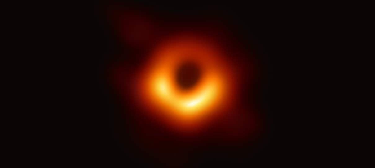 Cientistas que fotografaram buraco negro recebem prêmio de US$ 3 milhões