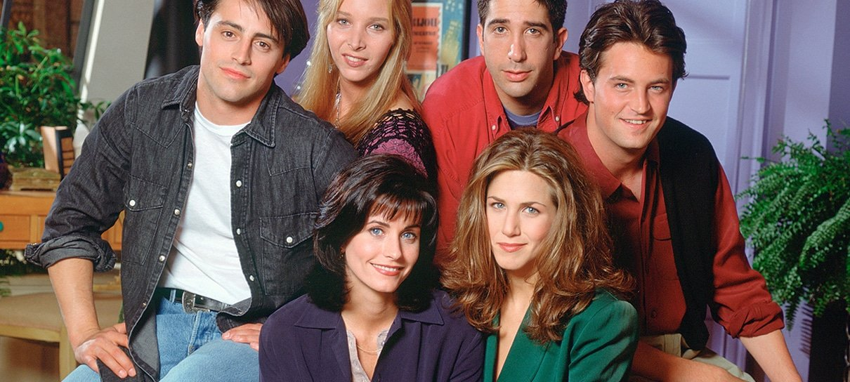Jennifer Aniston publica primeira foto com elenco de Friends desde 2004