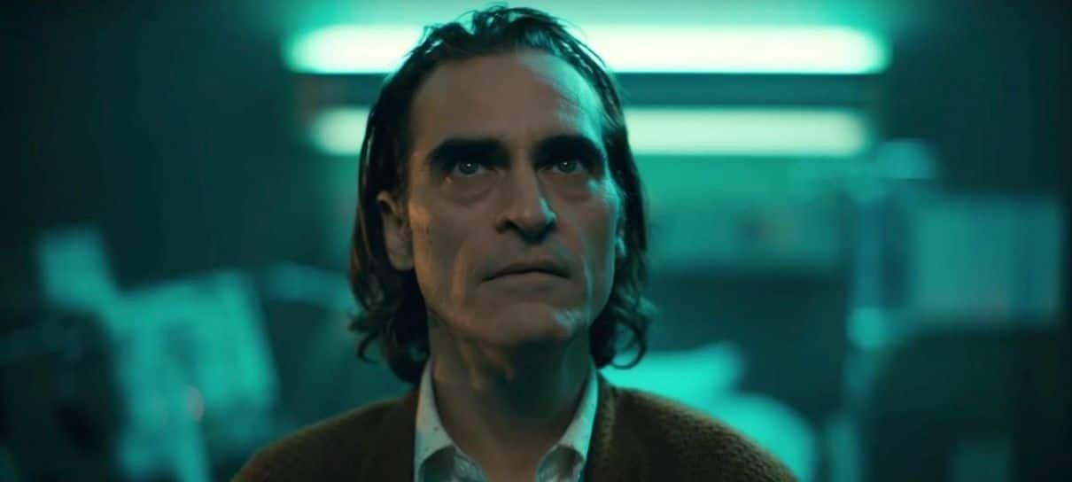 Joaquin Phoenix faz aparição surpresa em sessão de Coringa
