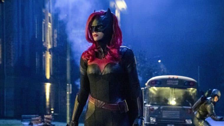 Batwoman está pronta para a ação em novo trailer