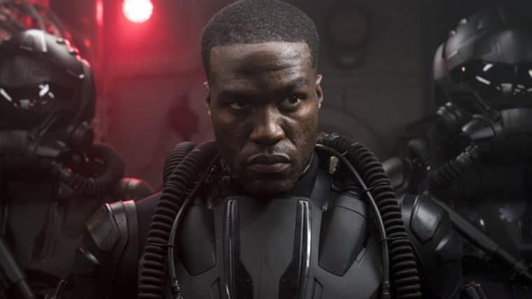 Yahya Abdul-Mateen, o Arraia Negra de Aquaman, será um dos protagonistas de Matrix 4