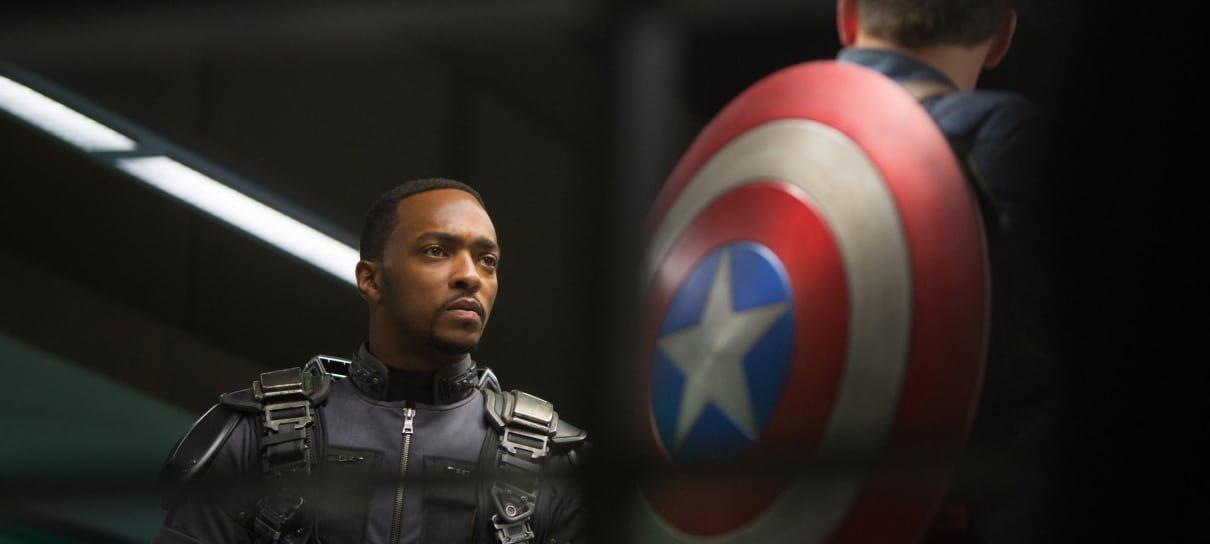 Anthony Mackie está emocionado por continuar o legado do Capitão América