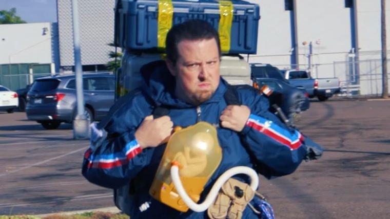 Paródia de Death Stranding mostra Sam fazendo entregas no mundo real