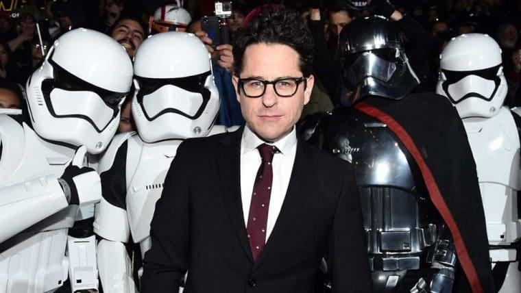 J. J. Abrams riu quando descobriu sobre a morte de Snoke em Star Wars: Os Últimos Jedi